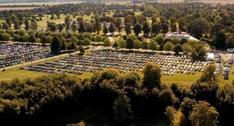 Choáng ngợp với cảnh tượng hàng ngàn chiếc xe sang Bentley tụ họp