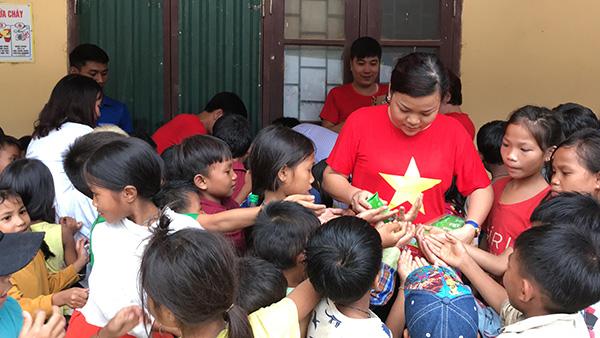 Sẻ chia với người dân và học sinh nghèo vùng mưa lũ miền Trung - Ảnh minh hoạ 3