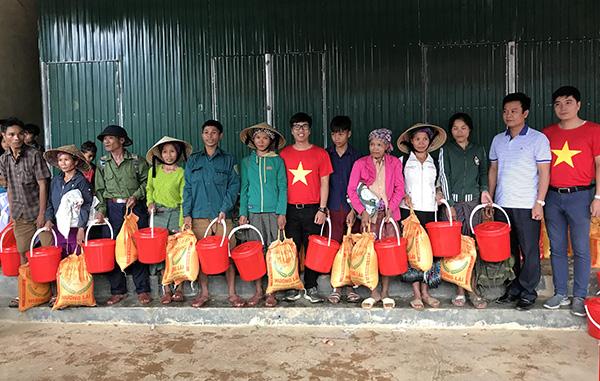 Sẻ chia với người dân và học sinh nghèo vùng mưa lũ miền Trung - Ảnh minh hoạ 2