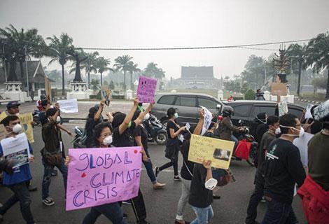 Khói bụi độc hại ám ảnh Indonesia