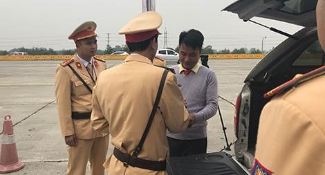 Người dân giám sát Cảnh sát giao thông như thế nào?