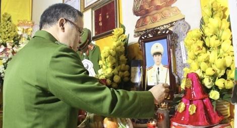 Thăm hỏi, động viên gia đình 3 CBCS hy sinh tại Đồng Tâm
