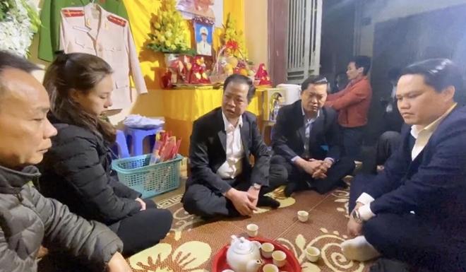 Công an tỉnh Quảng Bình chia buồn với gia đình 3 CBCS hy sinh tại xã Đồng Tâm - Ảnh minh hoạ 2