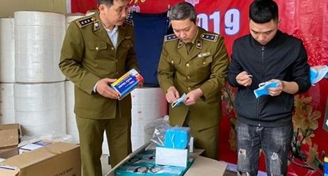 Cơ sở sản xuất khẩu trang bằng giấy vệ sinh đối mặt với hình phạt nào?