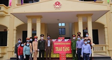 Chung tay giúp đỡ lực lượng tham gia phòng, chống dịch bệnh Covid-19