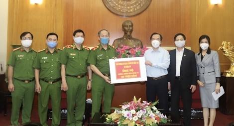 Văn phòng Cơ quan CSĐT Bộ Công an ủng hộ chống dịch COVID-19
