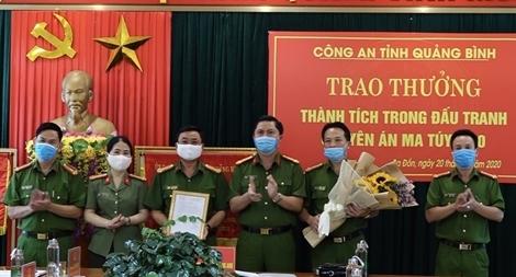 Khen thưởng Công an thị xã Ba Đồn khám phá vụ ma túy lớn
