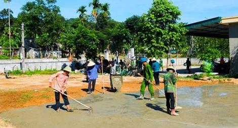 60 cán bộ, chiến sĩ giúp người dân xây dựng nông thôn mới
