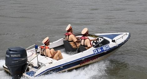 Mở các đợt tuần tra, xử lý vi phạm giao thông đường thủy mùa mưa bão
