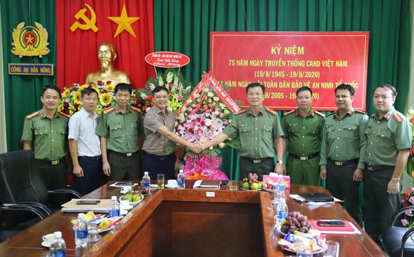 Các cơ quan, đơn vị chúc mừng CBCS Công an tỉnh Đắk Nông nhân Ngày Truyền thống CAND