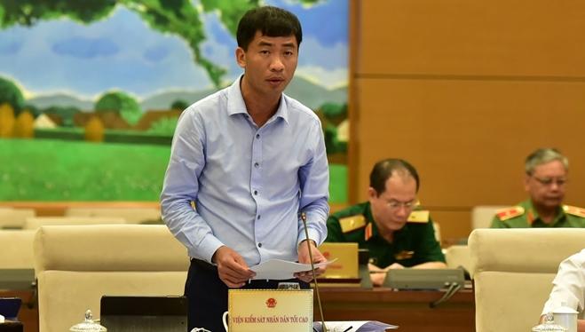 Phó Viện trưởng VKSNDTC Nguyễn Duy Giảng trình bày Báo cáo về công tác giải quyết và kiểm sát việc giải quyết khiếu nại, tố cáo trong hoạt động tư pháp.