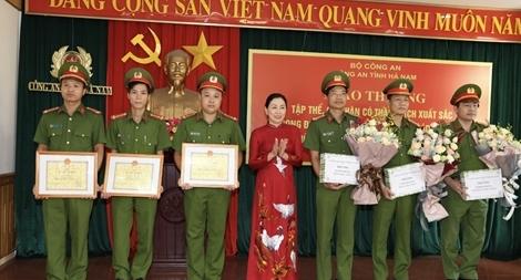 Hà Nam: Trao thưởng các tập thể, cá nhân có thành tích xuất sắc