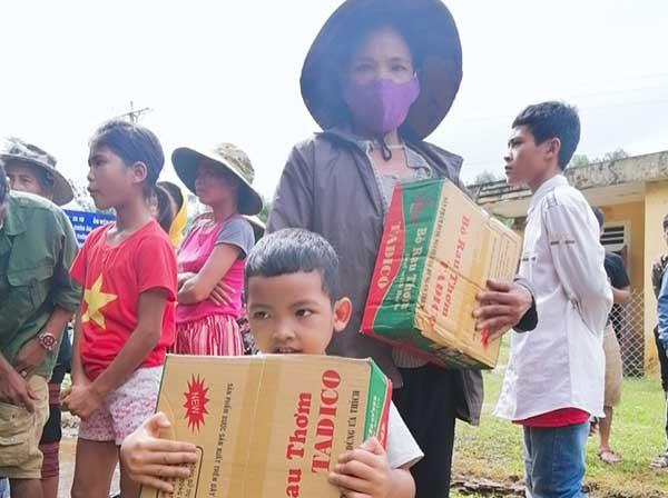 Công an Quảng Trị xuống xã giúp dân khắc phục hậu quả mưa lụt - Ảnh minh hoạ 2