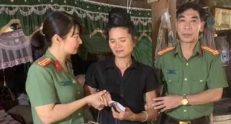 Hội phụ nữ Công an tỉnh Sơn La thăm hỏi, tặng quà mẹ liệt sỹ CAND