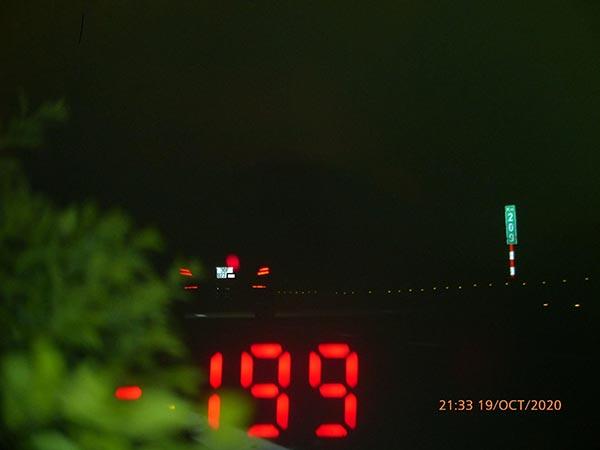 Tài xế Mercedes phóng 199km/h trên cao tốc - Ảnh 1.