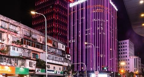 Hàng loạt tòa nhà thắp sáng màu hồng hưởng hứng chiến dịch phòng chống ung thư vú