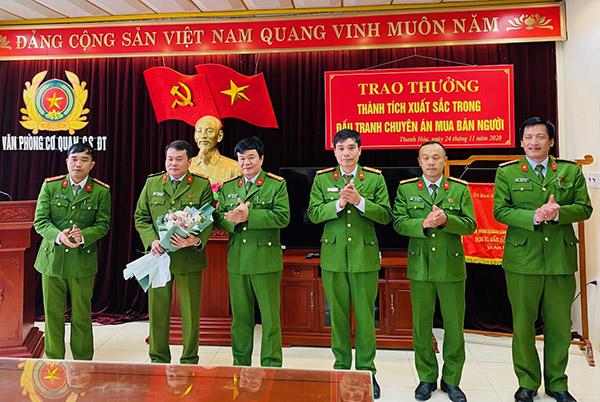 Trao thưởng các đơn vị xuất sắc trong đấu tranh phòng chống tội phạm
