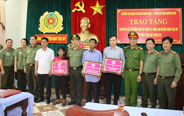 Trường Cao đẳng ANND I tặng quà CBCS Công an và người dân Nam Trà My - Ảnh minh hoạ 2