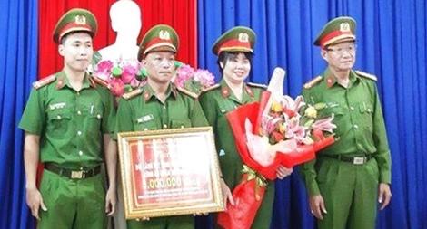Khen thưởng các đơn vị Công an có thành tích xuất sắc