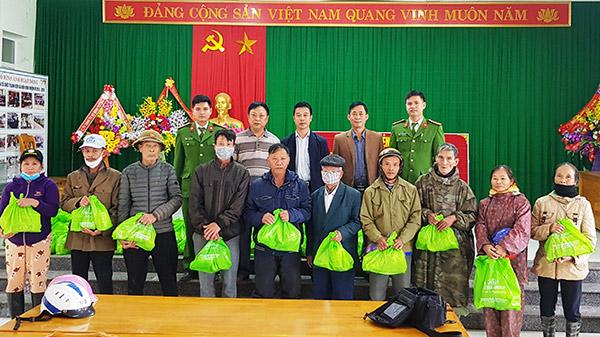 Báo CAND và Công ty NCT3: Mang yêu thương về vùng lũ Quảng Bình
