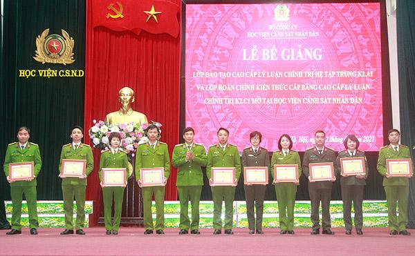 Nâng cao bản lĩnh, phẩm chất và năng lực của đội ngũ cán bộ lãnh đạo - Ảnh minh hoạ 2