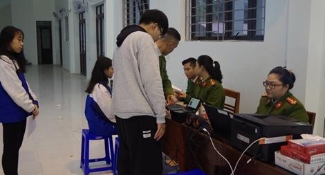 Lưu động làm Căn cước công dân cho học sinh các trường THPT