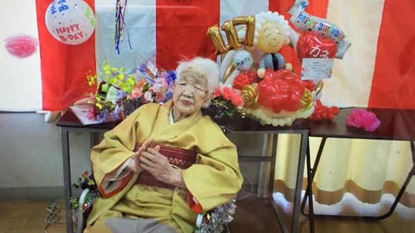 Thông điệp từ người già nhất thế giới rước đuốc Olympic Tokyo