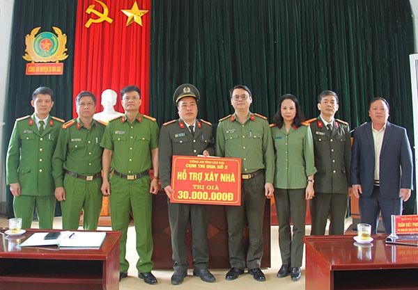 Trao nhà tình nghĩa tặng cán bộ có hoàn cảnh khó khăn tại huyện Si Ma Cai - Ảnh minh hoạ 2