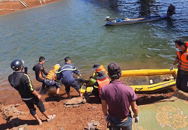 Những người lính xông pha chữa cháy và cứu nạn, cứu hộ