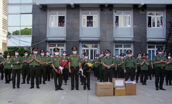 Đoàn 166 y, bác sĩ CAND lên đường chi viện Bắc Giang - Ảnh minh hoạ 3