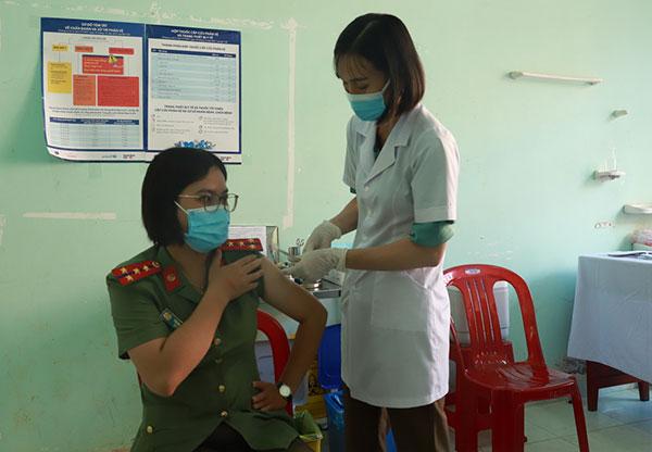 Công an tỉnh Đắk Nông triển khai tiêm vaccine ngừa COVID-19 đợt 2 cho CBCS - Ảnh minh hoạ 2