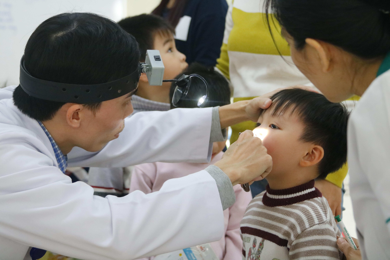 Khám sức khỏe miễn phí cho 200 trẻ em nghèo có hoàn cảnh khó khăn