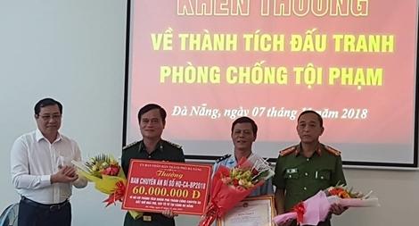 Khen thưởng Ban chuyên án vụ bắt 10 tấn ngà voi nhập lậu