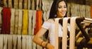 Hoa hậu Tiểu Vy khéo léo quảng bá du lịch quê hương qua món quà lụa Hội An