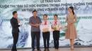 """Hai nữ sinh lớp 7 đoạt giải đặt biệt """"đại sứ học đường trong phòng, chống thiên tai và thích ứng biến đổi khí hậu"""""""