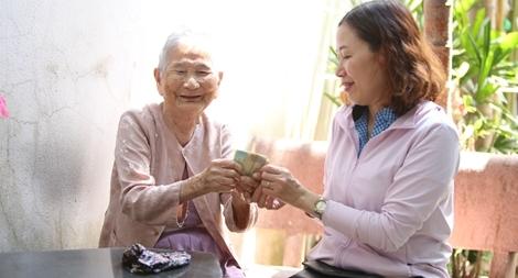 Mẹ Việt Nam Anh hùng 91 tuổi ủng hộ 5 triệu đồng chống dịch