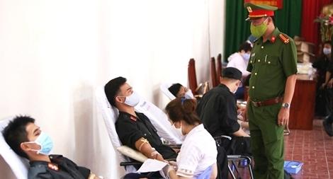 Tiểu Đoàn CSĐN số 3 hiến máu tình nguyện
