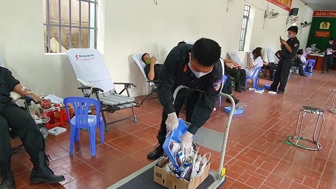 Tiểu Đoàn CSĐN số 3 hiến máu tình nguyện - Ảnh minh hoạ 8