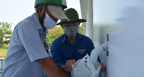 Đà Nẵng lắp đặt cây ATM gạo nghĩa tình cho người dân