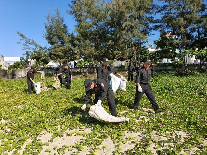 Cảnh sát cơ động Đà Nẵng giúp dân bảo vệ môi trường biển - Ảnh minh hoạ 7