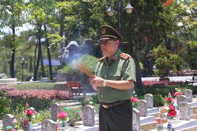 Thăm hỏi, tặng quà các gia đình thương binh, liệt sĩ tại Quảng Trị - Ảnh minh hoạ 3