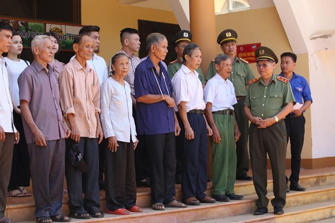 Thăm hỏi, tặng quà các gia đình thương binh, liệt sĩ tại Quảng Trị - Ảnh minh hoạ 7