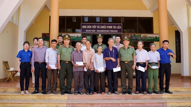 Thăm hỏi, tặng quà các gia đình thương binh, liệt sĩ tại Quảng Trị - Ảnh minh hoạ 6