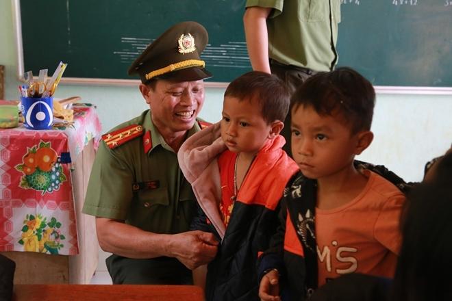 Công an Đà Nẵng đem Trung Thu đến với trẻ em nghèo vùng núi - Ảnh minh hoạ 13