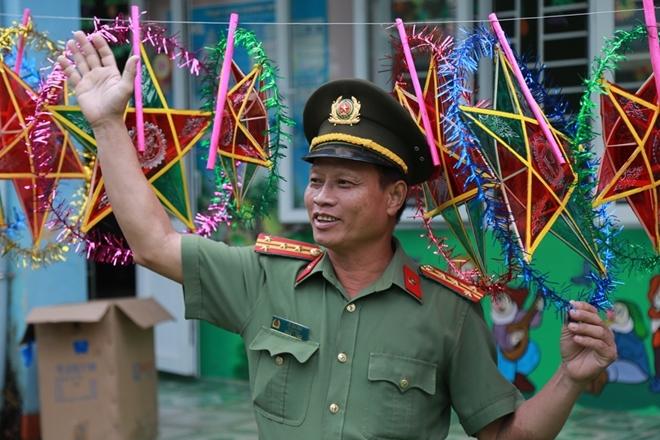 Công an Đà Nẵng đem Trung Thu đến với trẻ em nghèo vùng núi - Ảnh minh hoạ 16