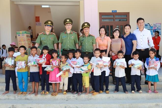 Công an Đà Nẵng đem Trung Thu đến với trẻ em nghèo vùng núi - Ảnh minh hoạ 7