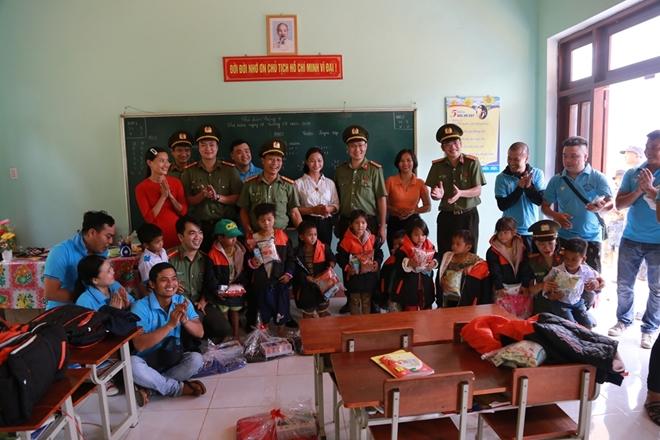 Công an Đà Nẵng đem Trung Thu đến với trẻ em nghèo vùng núi - Ảnh minh hoạ 8