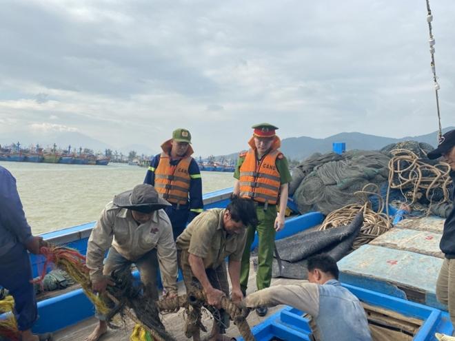 Công an Đà Nẵng giúp dân ven biển, vùng trũng thấp sơ tán đến nơi trú bão an toàn - Ảnh minh hoạ 8