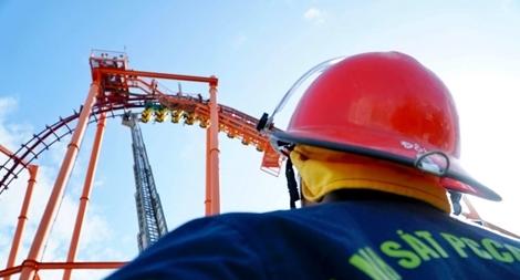 Diễn tập cứu nạn ở điểm vui chơi cao 40m