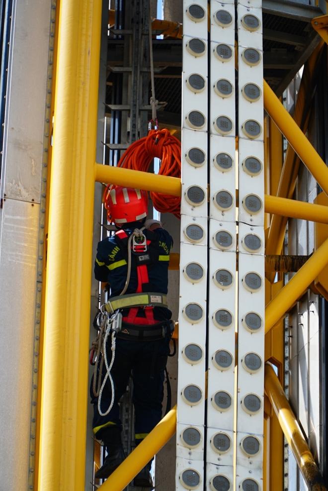Diễn tập cứu nạn ở điểm vui chơi cao 40m - Ảnh minh hoạ 7